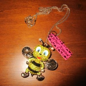 BETSEY OHNSON BEE PENDANT WITH NECKLACE